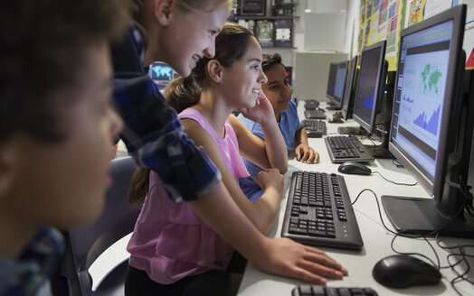 Junior high school students using computer in classroom - CAIF22934