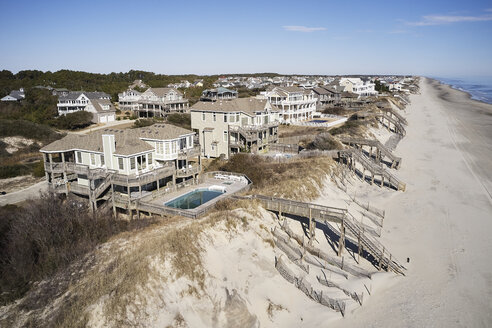 USA. North Carolina, Corolla, Atlantic Ocean, Outer banks, homes facing the shoreline - BCDF00390