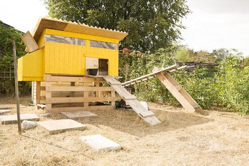 Deutschland, NRW, Garten, Huehnerstall - MFRF01237