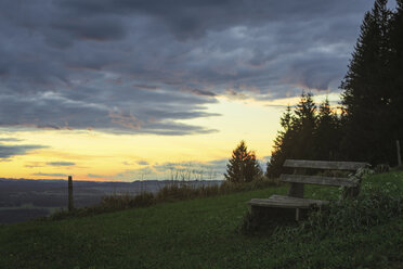 Germany, Bavaria, Allgaeu, Auerberg, bench - DLF00038