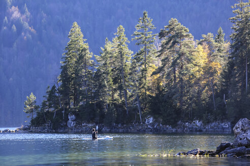 Germany, Bavaria, Eibsee Lake, paddler - DLF00050