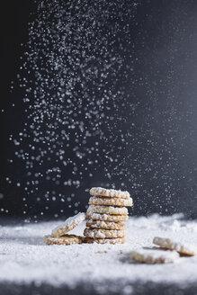 Shortcrust pastry, stacked, sugar rim, icing sugar - STBF00220