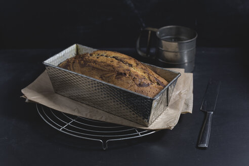 Marble cake with icing sugar - STBF00238