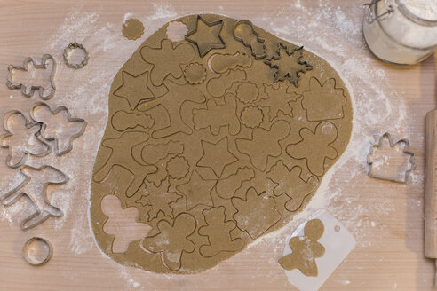 Christmas bakery, gingerbread dough, figures cutting out - STBF00244