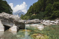 Switzerland, Ticino, Verzasca Valley, Verzasca river and mountain scenery - GWF05964