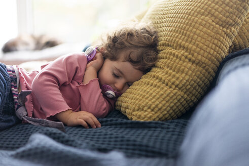 Little girl taking a nap on the couch - JOSF03114