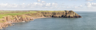 UK, Wales, Pembrokeshire, Swan Lake Bay, coast and sea - ALRF01427