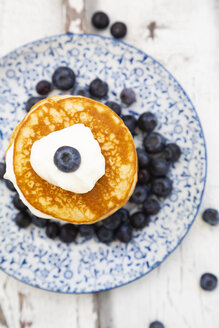 Pancakes with blueberries and greek yogurt, with almond flour, ketogenic diet - LVF07847