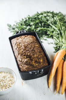Swedish carrot bread 'Morotslimpa' with oats and dark syrup - IPF00503