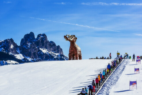 Austria, Tyrol, Tannheim Valley in winter, mammoth sculpture, ski school - THA02482