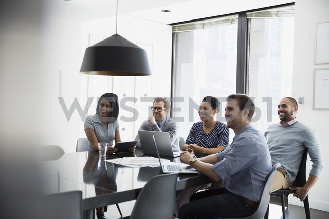 Smiling business people in conference room meeting - HEROF27417 - Hero Images/Westend61