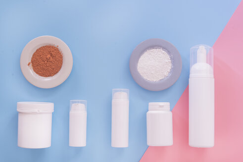Row of containers for cosmetics - SKCF00565