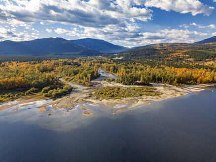 Canada, British Columbia, Aerial view of Shuswap Lake in autumn - GNF01425