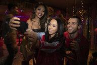 Friends taking selfie in nightclub - HEROF28068