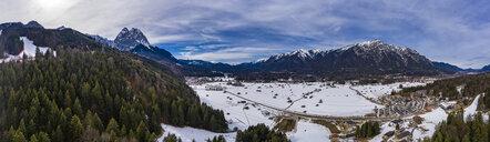 Germany, Bavaria, Garmisch Partenkirchen and Wetterstein mountains in winter - AMF06825