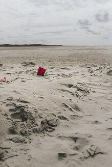 Netherlands, Schiermonnikoog, beach toys in sand on lonely beach - DWF00349