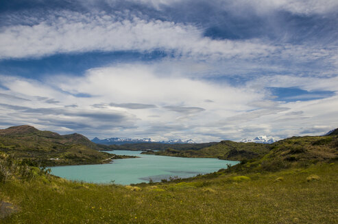 Chile, Patagonia, Torres del Paine National Park, Turquoise lake - RUNF01500