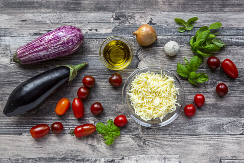 Various ingredients for aubergine-pizza, low carb - SARF04148