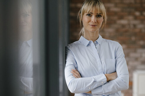 Portrait of a blond businesswoman with arms crossed - JOSF03222