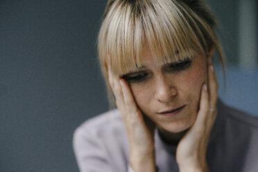 Portrait of a sad blond woman - JOSF03270