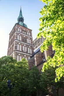 Germany, Mecklenburg-Western Pomerania, Stralsund, Old town, St. Nicholas' Church - MAMF00488