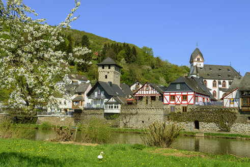Ortskern über der Lahn, Dausenau an der Lahn, Rheinland-Pfalz, Deutschland - LBF02430