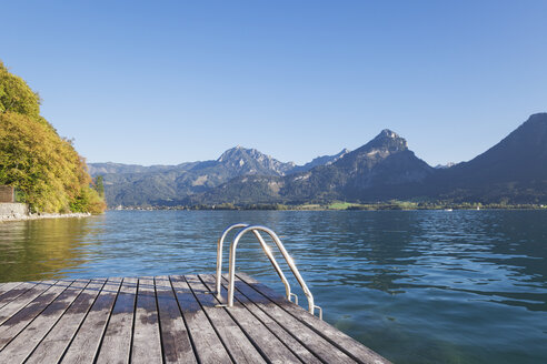 Austria, Alps, Salzburg, Salzkammergut, Salzburger Land, Wolfgangsee, public swimming spot - GWF06008