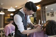 Barber trimming man - HEROF29732