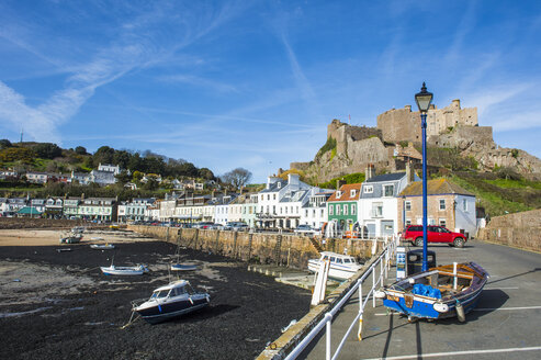 United Kingdom, Channel islands, Jersey, the town of Mont Orgueil and its castle - RUNF01563