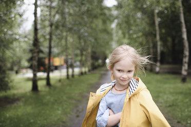Girl wearing yellow rainjacket - EYAF00001