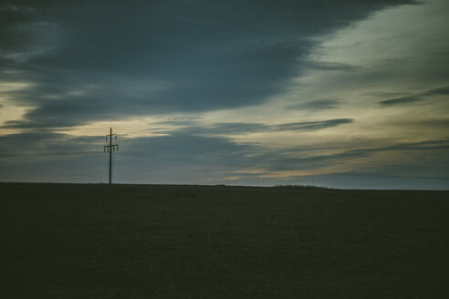 Germany, Sylt, meadow in evening light, clouds, drabness, power pylon - ANHF00066