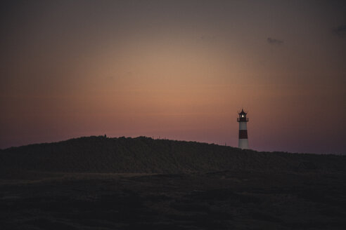 Germany, Sylt, Schleswig Holstein Wadden Sea National Park, dune landscape, Ellenbogen, lighthouse List Ost, evening light - ANHF00072