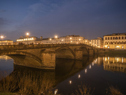 Italien, Toscana,  Florenz, Arno, Blick auf die Ponte alla Carraia - LAF02234
