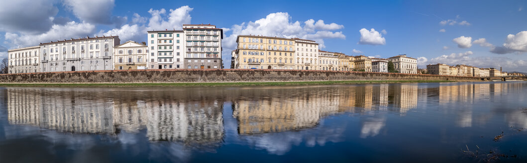 Italy, Tuscany, Florence, Arno riverside, panoramic view - LAF02255