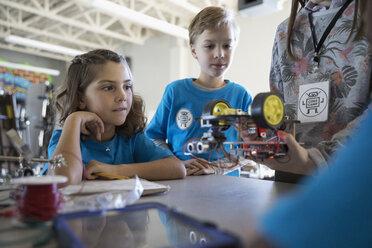 Pre-adolescent students assembling robotics in classroom - HEROF30057