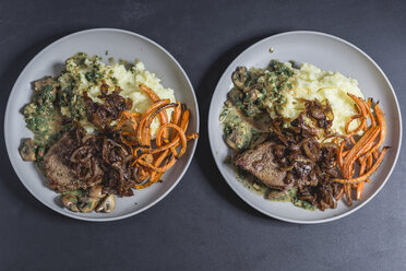 Beef sirloin steak with mushroom-mustard sauce, mashed potatoes, braised onions and carrot strips - STBF00263