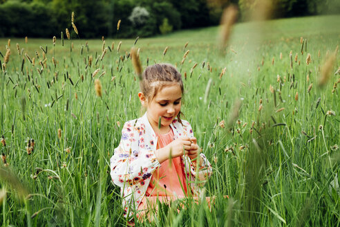 Portrait of happy girl on a meadow - ANHF00096