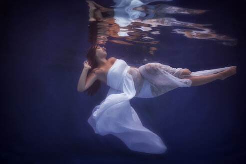 Pregnant woman wearing white dress under water - STBF00269