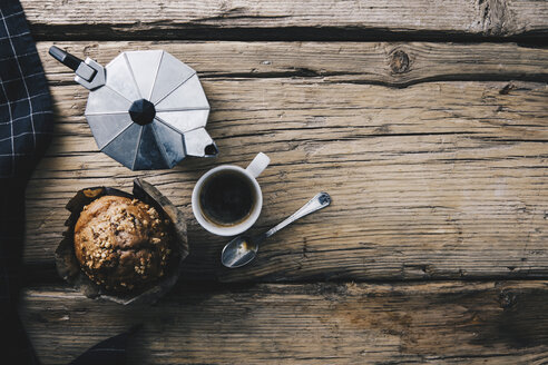 Home-baked muffin with muesli, cup of espresso, spoon and espresso can on wood - ERRF00803