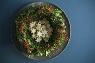 Selfmade Advent wreath, boxwood twigs, rosehip, star anise, shortbread - ASF06315
