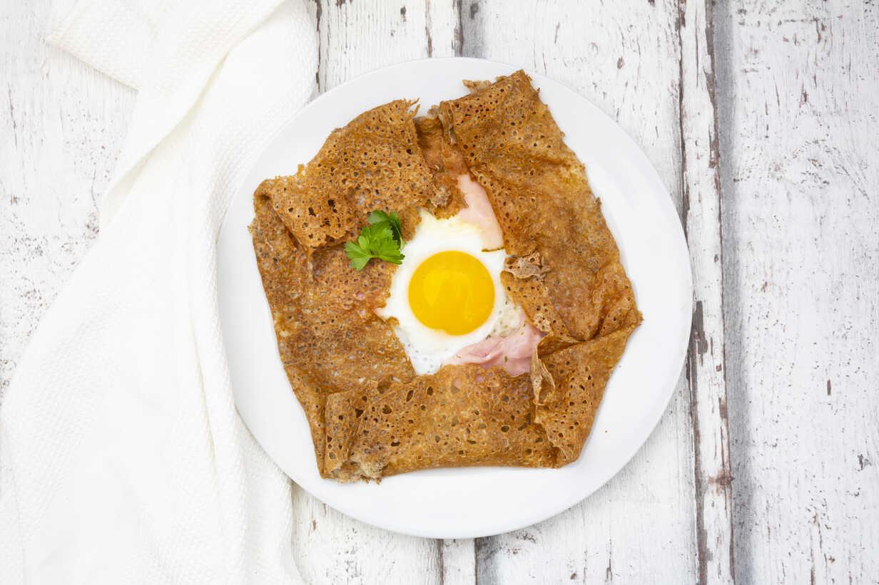 Galette Complete Breton Buckwheat Pancake With Egg Cheese Und Ham Glutenfree Lvf07901 Larissa Veronesi Westend61