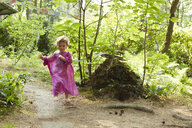 Little girl wearing pink tunic running in nature - AMEF00043