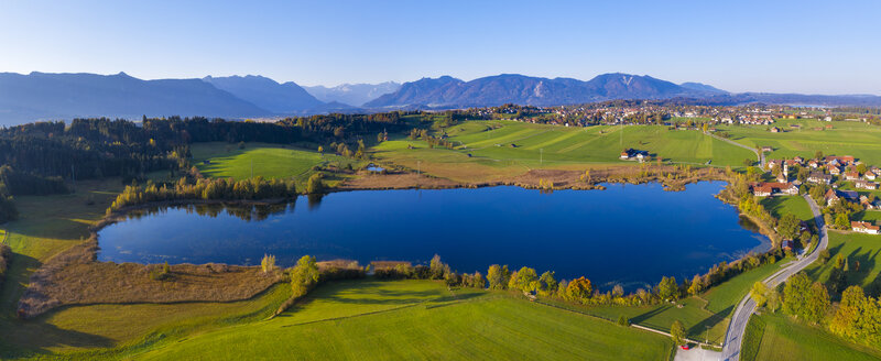 Germany, Upper Bavaria, Alpine foreland, Aerial view of Froschhausen, Froschhauser See, Murnau at Staffelsee in the background - SIEF08464