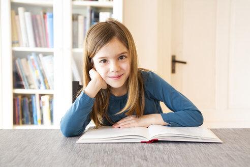 Girl reading a book - LVF07918