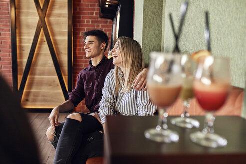 Happy couple sitting in a bar - ZEDF02067