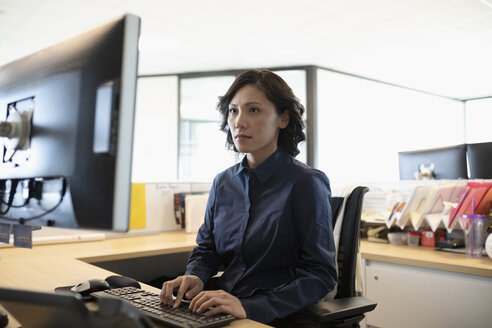 Focused businesswoman working at computer in office - HEROF31894