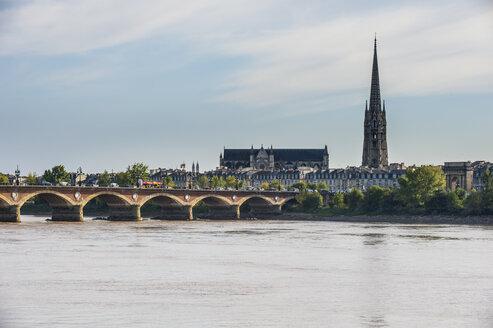 France, Bordeaux, Pont de pierre bridge with the Basiclica St. Michael in the background - RUNF01633