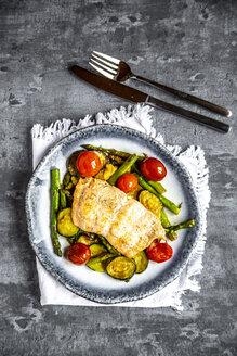 Lachsfilet auf Gemüsebett (Zucchini, grüner Spargel, Tomaten), Low Carb, Keto, Ketodiät, ohne Kohlenhydrate - SARF04200