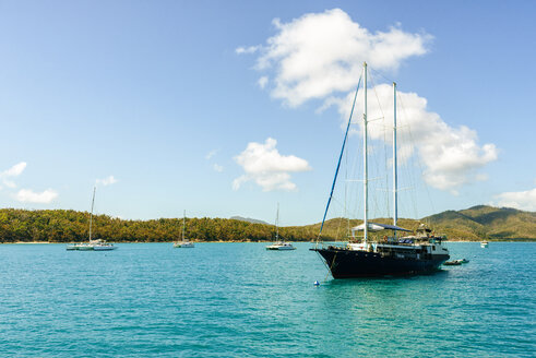 Australia, Queensland, Whitsunday Islands, boats and ship in water - KIJF02475