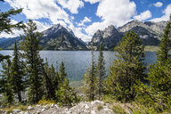 USA, Wyoming, Jenny lake before the Teton range in the Grand Teton National Park - RUNF01664